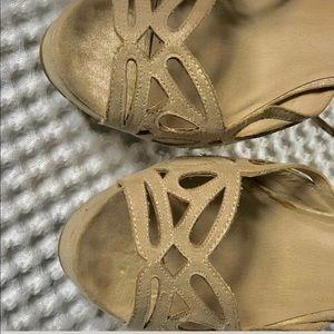 Zigi Soho Shoes - 🍃Zigi soho🍃Cream and gold pumps